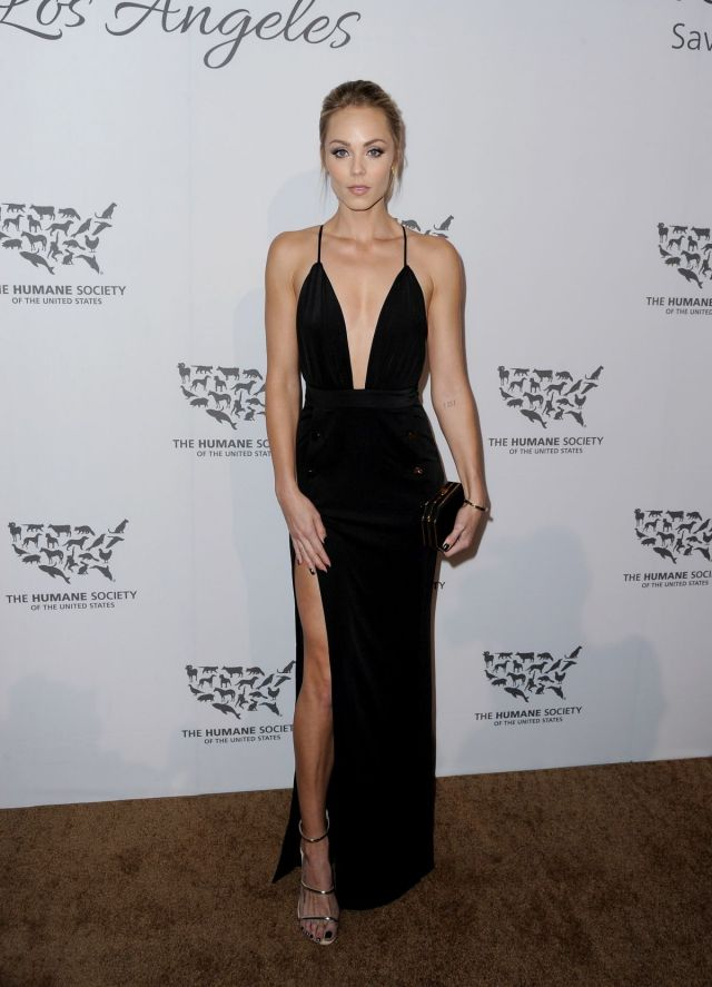 laura-vandervoort-at-humane-society-of-the-united-sstates-to-the-rescue-gala-in-hollywood-05-07-2016_2
