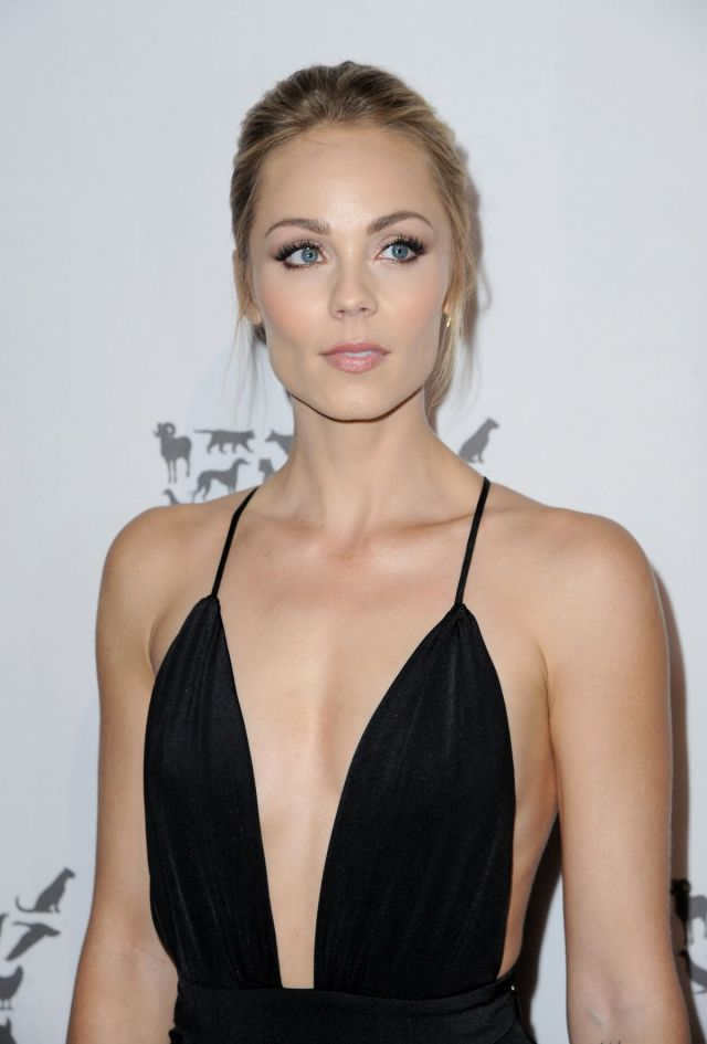 laura-vandervoort-at-humane-society-of-the-united-sstates-to-the-rescue-gala-in-hollywood-05-07-2016_6
